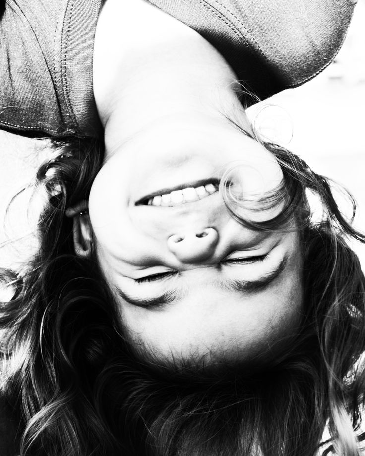 Upside down: a happy girl | photography black white . Schwarz-Weiß-Fotografie . photographie noir et blanc |