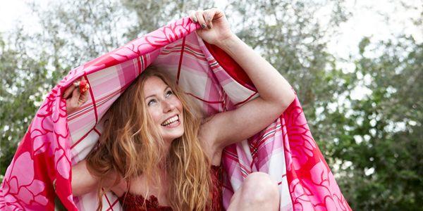 Het wordt weer tijd om de fleece denken uit de kast te halen! Met deze DIY patchwork maak jij zelf je eigen dekentje voor bij de televisie. Bekijk het snel!