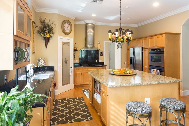 9908 Portofino Oak Lane, Fair Oaks, Ca This gorgeous home offers many upgrades and luxuries. The kitchen offers granite slab counters, large pantry closet, and custom cabinetry. This home also features a lower apartment complete with it's own kitchenette and laundry hook ups. Listed at $730,000