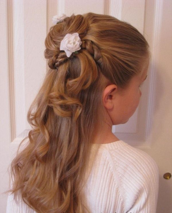 Halb hoch – halb frei gelassene Haare