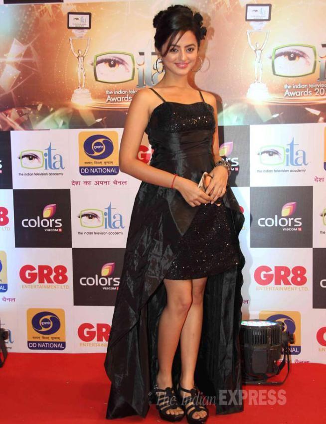 Helly Shah at ITA Awards 2015. #Bollywood #ITAawards #Fashion #Style #Beauty