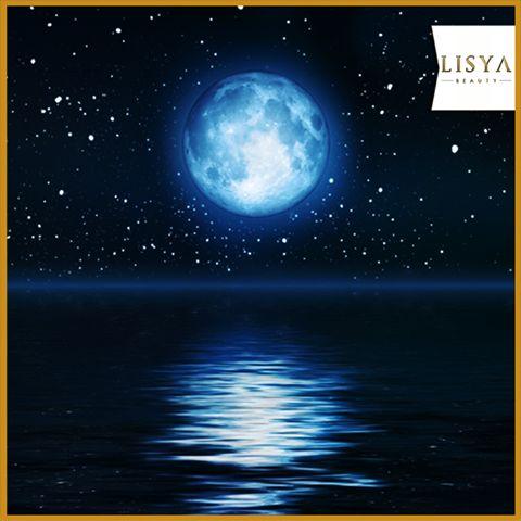 Bu gece Mavi Ay'ı kaçırmayın!  Yüzyılda 5 kez meydana gelen doğa olayı Mavi Ay'ı bu gece göreceğiz.  *Dünya'da meydana gelen volkanik patlama ve orman yangınlarının neden olduğu toz bulutlarının hareketi sırasında mavi tonlarında görünen dolunay, ilk kez 1883 yılında belirgin bir şekilde görüldü.   #bluemoon #maviay