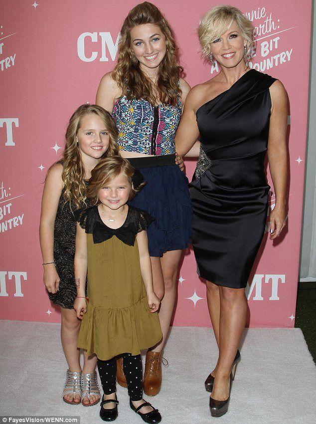 Jennie Garth & her girls