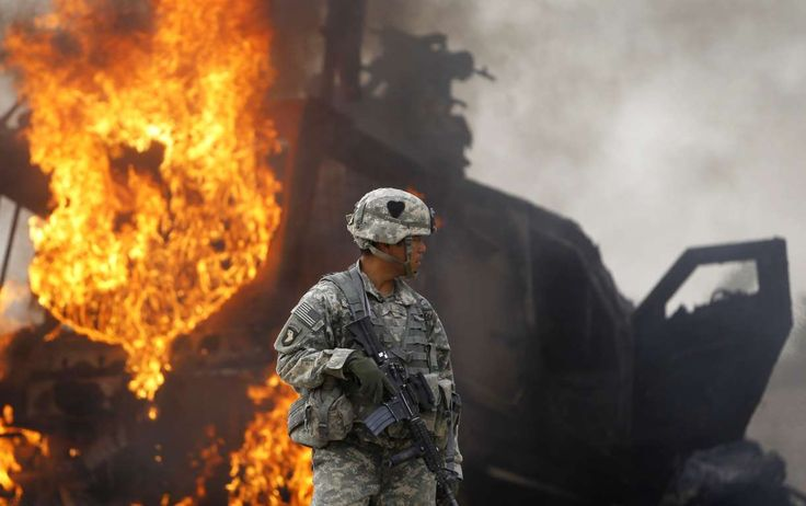 Captain Melvin Cabebe with the US Army's 1-320 Field Artillery Regiment, 101st Airborne Division sta... - REUTERS/Bob Strong