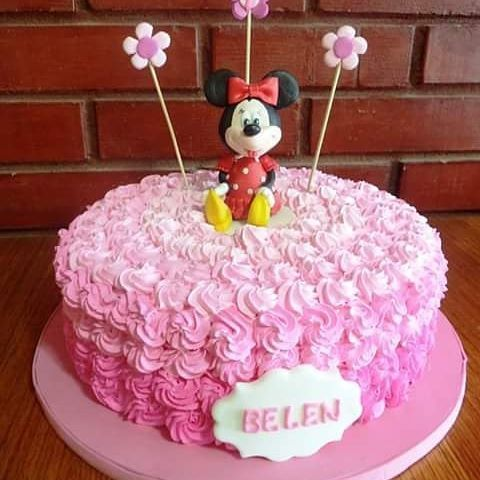#Minnie #cream #cake by Volován Productos  #instacake #Chile #puq #VolovanProductos #Cakes #Cakestagram #SweetCake