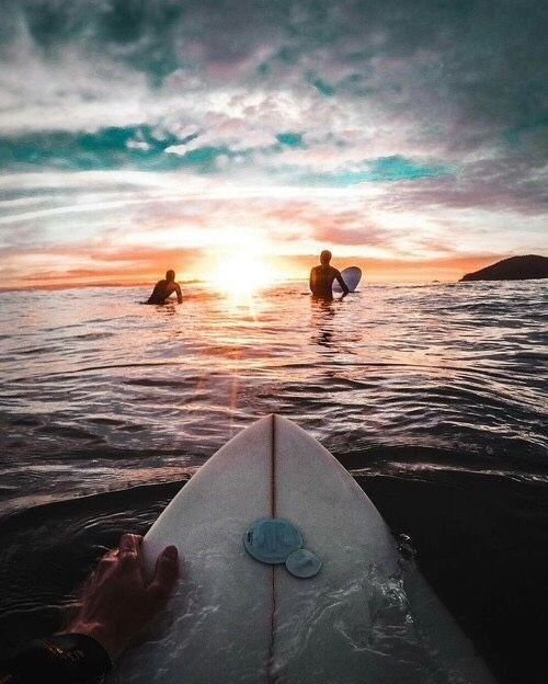 Really cool surfing picture but uhm THAT IS SHARK FEEDING TIME SO NOPE. THIS IS WHY SHARK ATTACKS HAPPEN.