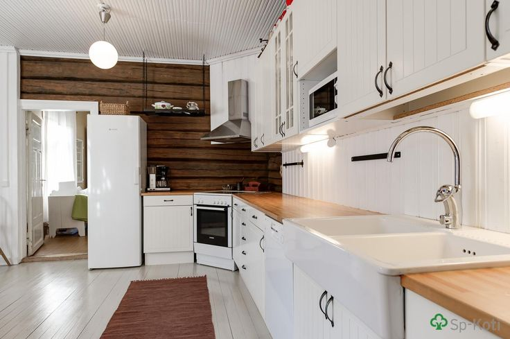 Keittiö remontoitu täysin v 2008 vanhaa kunnioittaen  Unelmien keittiö tupa
