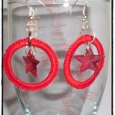 Orecchini a cerchio rivestito in filo di cotone con uncinetto colore rosso