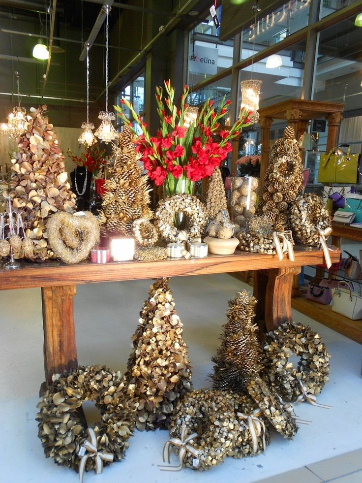 Celebrate Christmas with beautiful table decor to create a festive wonderland #festivedecor #ChristmasDecor #christmasiscoming #ChristmasWithIsabelina #designquarter www.isabelina.co.za