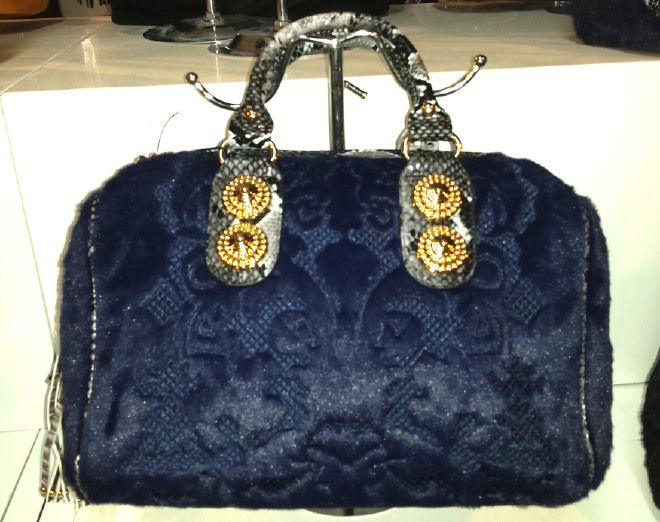 Ladies Queen Faux Leather Queen Handbag with Fur Design borsa Beutel sac 37,78 € su www.bandana.it