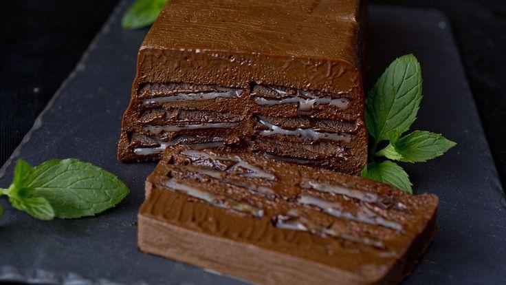 En mektig og nydelig dessert med smak av mørk sjokolade og mint. Smaker fantastisk med en kopp sterk espresso.