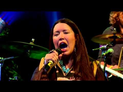 Toni Childs - Why do Angels Have to Fall - Bali Spirit Festival 2015 - YouTube