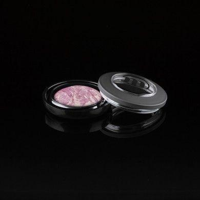 Een gebakken oogschaduw en daardoor, net als de Eyeshadow Lumière, extra hard. De kleuren hebben een zwarte of pastel ondertoon waaraan kleur en glitters zijn toegevoegd. De oogschaduw kan zowel nat als droog worden aangebracht. Geschikt als oogschaduw, eyeliner en voor Smokey Eyes. Ook verkrijgbaar als refill. EUR 18,90