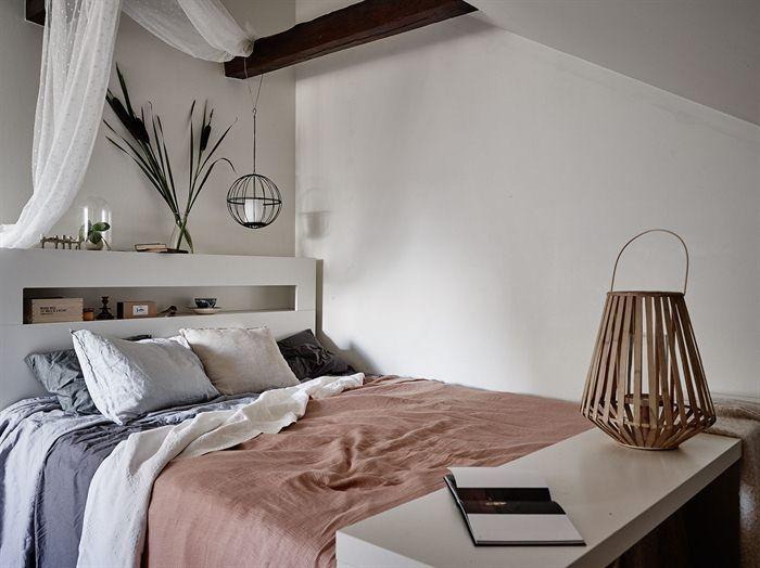 Jurnal de design interior: Amenajare boemă și relaxată într-o mansardă de 68 m²