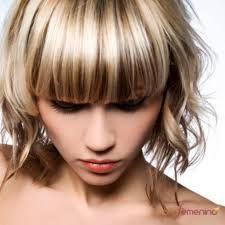 En cabello ondulado es mucho mejor que el fleco sea un poco mas largo para dar forma.