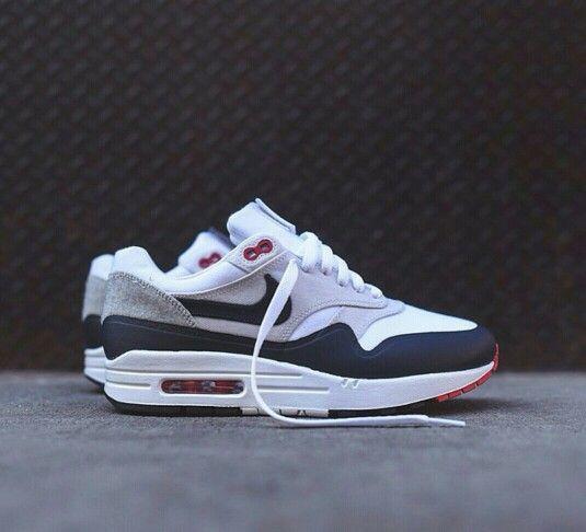 Nike am1