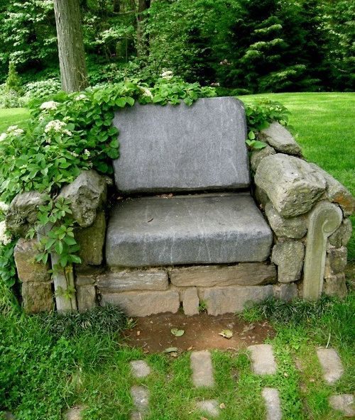 With some help lifting and a little time, i could have one of these.: Gardens Seats, Idea, Secret Gardens, Stones Chairs, Natural Gardens, Gardens Chairs, Armchairs, Backyard, Rocks