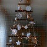 Weihnachtsbaum-Türbehang aus Ästen