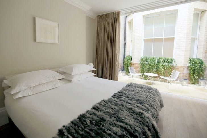 56 Welbeck Street | One Bedroom Duplex Master Bedroom with outdoor terrace
