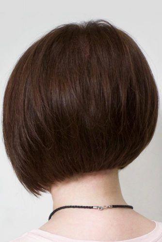Schokoladenbrauner, abgerundeter, kurzer Bob-Haarschnitt