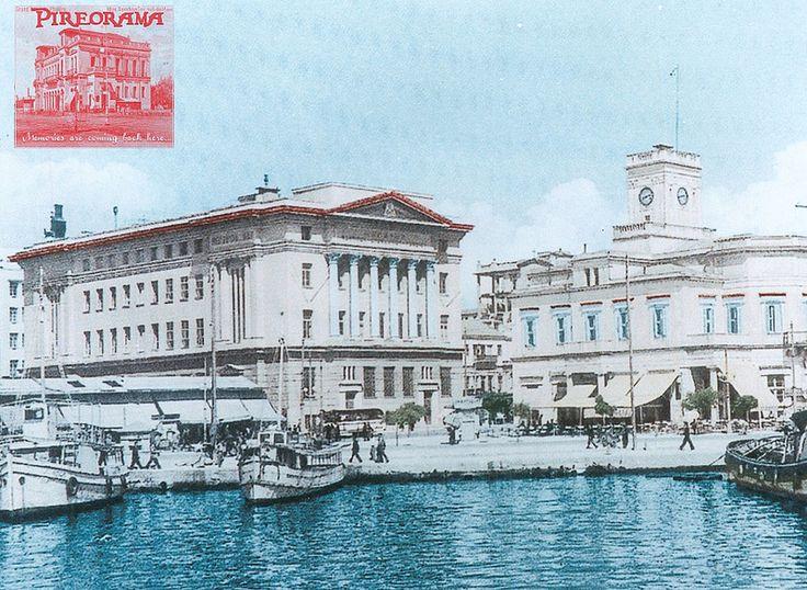 Το Μέγαρο της Εθνικής Τραπέζης με το Παλαιό Δημαρχείο Πειραιά. Για την κατασκευή του Μεγάρου, η Εθνική Τράπεζα αγόρασε από τον Δήμο έκταση της Πλατείας Θεμιστοκλέους. Στο Μέγαρο αυτό συστεγάστηκε αργότερα και το Ναυτικό Απομαχικό Ταμείο και τελικά έμεινε γνωστό τις μέρες μας ως ΝΑΤ