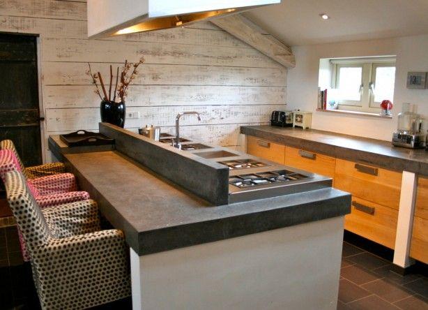 Kookeiland Met Zitgedeelte : Eikenn houten keuken eiland met betonnen blad Eiken