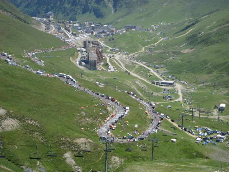Col du Tourmalet (Pyrénées) - 2115m - depuis Ste Marie de Campan, 17,2 km à 7,3 % de moyenne (10% maxi à la Mongie). Dénivelé 1265m.