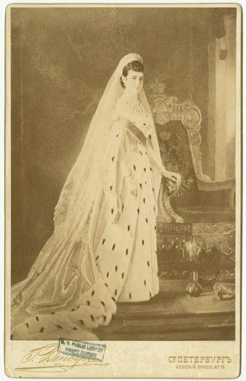 Императрица Мария Федоровна (1847-1928), урожденная принцесса Датская, супруга императора Александра III, мать императора Николая II. Фотооткрытка.