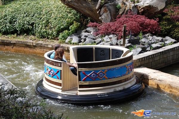 2/11 | Photo de l'attraction El Rio située à Bobbejaanland (Belgique). Plus d'information sur notre site www.e-coasters.com !! Tous les meilleurs Parcs d'Attractions sur un seul site web !!