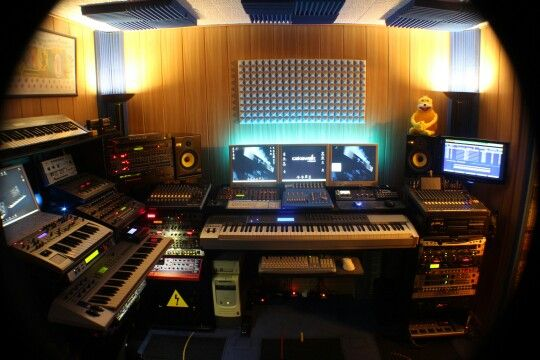 Bunkerstudio (2015): MIDI system based on Pentium 166 MMX running under Windows 98 with Cakewalk Pro v3.0 (100% Stability!!!) and Opcode Studio 128x & MOTU MTP AV MIDI interfaces connected via COM & LPT ports, which drives the synths Novation Drum Station v2, Super Bass Station, A-Station, X-Station, Roland Alpha Juno, MC-303, JV-1080, JP-8080, S-760, Yamaha CS2x, Emu ESI-32, Clavia Nord Rack, Access Virus B, Waldorf Blofeld, Korg Prophecy, Casio CZ-101 and Cyclone Analogic TT-303 with MXR…