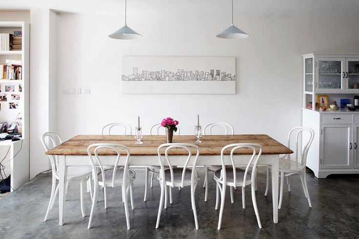 In love with these white bentwood chairs!