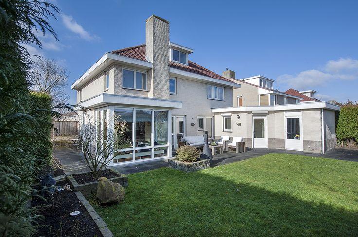 Veldhoven, Burcht 46 - n woonwijk De Polders gelegen, grootse, instapklare en opmerkelijk hoogwaardig en op detailniveau afgewerkte vrijstaande villa met inpandige garage en aangelegde tuin met overkapping.