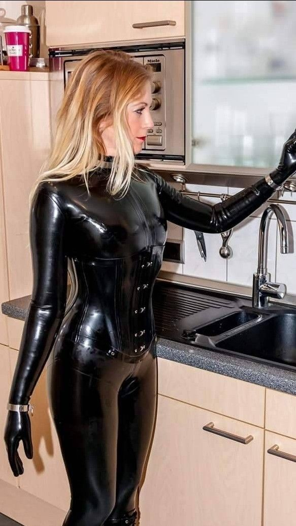 Remarkable, amateurs in latex body