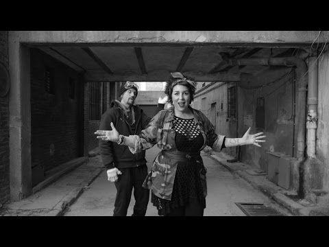 Amparanoia - El Coro De Mi Gente feat. Macaco - Videoclip Oficial - YouTube