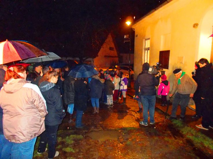 2014. December 7-én a Katolikus Plébánia, Pomáz Polgármesteri Hivatal és a Cserkészek által készített emléktáblát avatták fel.