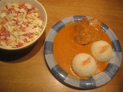 kotlety s omáčkou ze smetany a rajčat