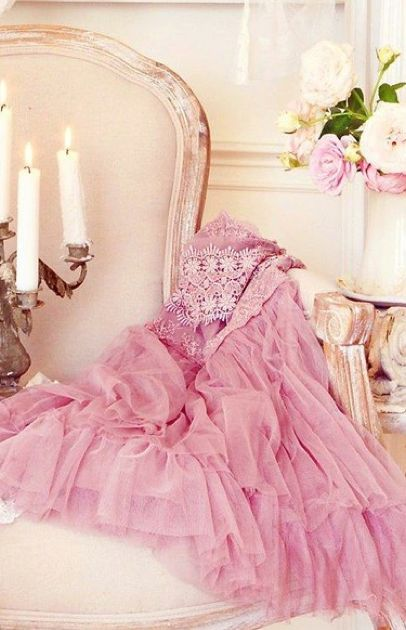 I love my Pink dress, the way it floaats about, but I will have to hang it up soon, but it looks so pretty here.................