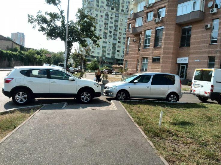 Нарушителям правил парковки депутаты сделали подарок