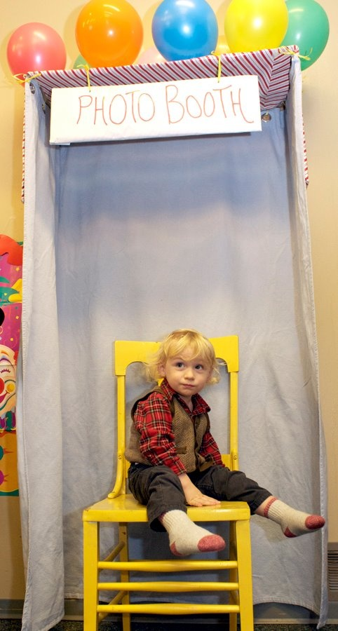 photobooth for kids carnival-themed birthday party    photo by @Angela BlattmannCarnivals Birthday, Birthday Parties, Kid Birthdays, Carnivale Them Birthday
