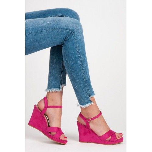 Dámské sandály na klínku Upmer růžové AKCE – růžová Pestrá barva a neobvyklý střih jsou to, co potřebujete. Dámské sandály na klínku vám nabízí vše, co v létě oceníte. Nohy se vám nebudou nikde zapařovat, …