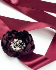 Пояс с крупным цветком бордового цвета