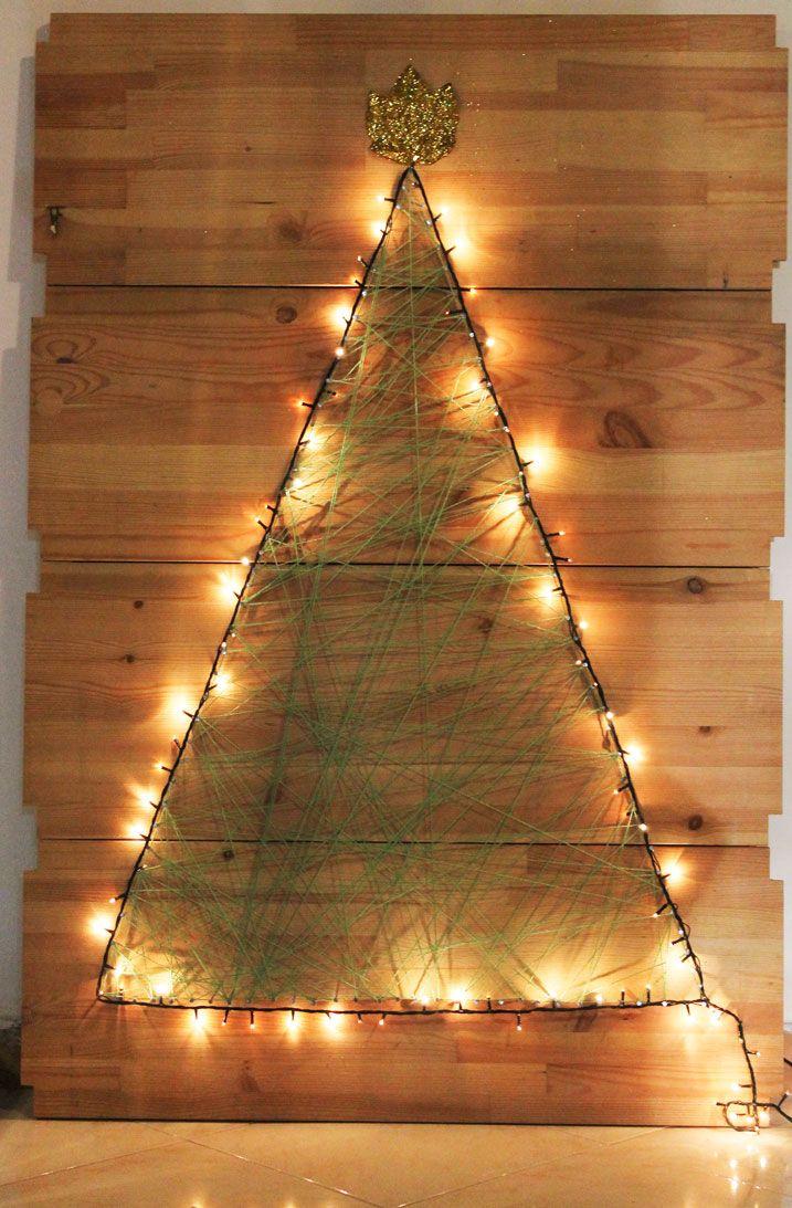 """DIY Natalizio: come realizzare un Albero di Natale da appendere (VIDEO) - Ravedoll Ciao ragazze! Ormai siamo in piena atmosfera natalizia ed eccoci così ad un nuovo """"DIY: Come realizzare un Albero di Natale da appendere""""! Basta utilizzare delle vecchie mensole, chiodini e tanta lana! Vi regalerà un'atmosfera natalizia indimenticabile! ❤  #diy #howto #diynatalizi #comerealizzareunalberodinatale #christmastree #comefareunalberodinatale #nataleconnoi #soloconravedoll"""
