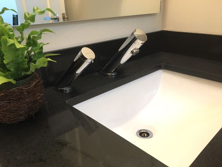 Green AB 1953 Touchless Faucet With Green Touch Free Soap Dispenser At A  Doctoru0027s Office In