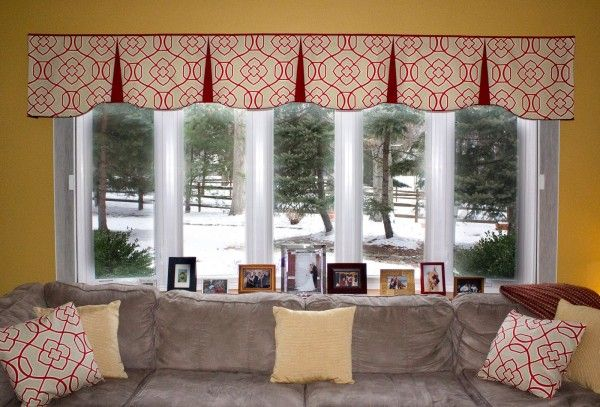 living-room-hypnotic-valance-patterns-for-wide-windows-with-box-pleat-valance-pattern-also-red-and-white-throw-pillows-above-4-seater-fabric-sofa-600x407.jpg (600×407)