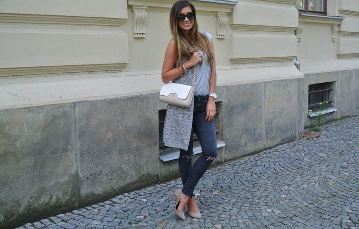 Úžasná Lucka v šedé vestě a jako vždy na vysokých podpatcích :) #lucietheshoemaniac #blogger #fashionblogger #fashion #style #beautifulwoman