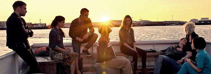 Tina Desai, Brian J. Smith e Miguel Ángel Silvestre participarão de um painel da série no domingo, 4 de dezembro