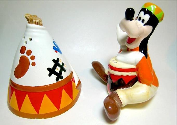 When Goofy decides to go native, he even builds his own teepee! GOOFY WITH TEEPEE TENT DISNEY SALT AND PEPPER SHAKER SET