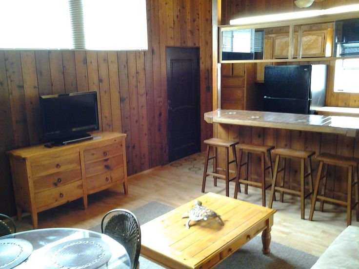 1 Bedroom / 1 Bath Fantastic Cottage. All remodeled for 2012 with New Furniture, Furnishings, Appliances, 32' TV with many channels on ATT-UVERSE and Wireless internet Iincluded. Surfboard, Beach Cruiser Bike, ... BEST PRICE $216 x 4 Nights = $1,478.84, pymt due $800.92 pymt 2 due 6/10/17 $677.92