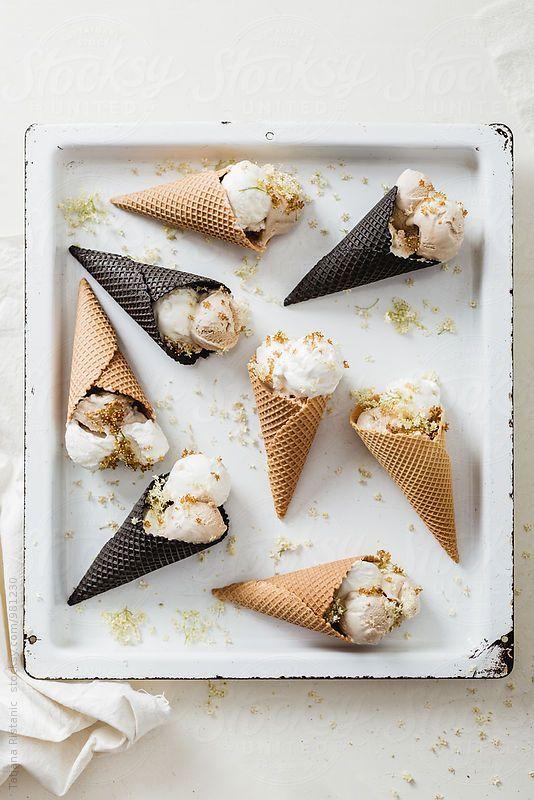{Frozen yogurt ice cream with elderflower and honey.}