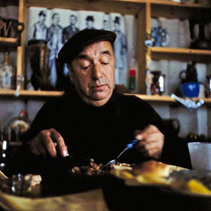 """""""Veinte poemas de amor y una canción desesperada 6"""", del chileno Pablo Neruda (1904-1973), es el poema clásico que he escogido para ti esta semana. http://ciudadseva.com/textos/poesia/ha/neruda/20poemas/06.htm"""